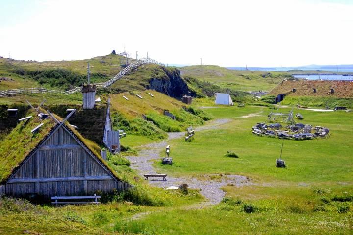 Estructuras del viejo asentamiento vikingo de L'Anse aux Meadows en Canadá. Foto: Patrimonio de la Humanidad