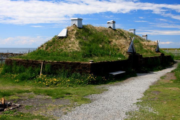 Estructuras históricas renovadas, visítalas y vive una vikinga experiencia en L'Anse aux Meadows en Canadá. Foto: Ancient History Encyclopedia