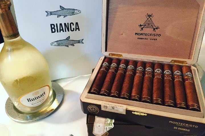 Habanos Montecristo originarios de Cuba. Foto: Tacaccheria Cigars and Co Milano