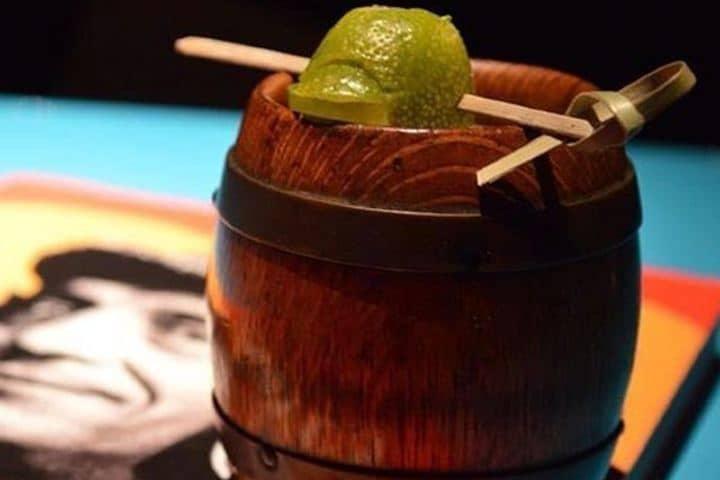 Inspirado en el icónico personaje de El Chavo ¡Parece de limón es de grosella pero es de tamarindo! Foto: bartenderstore