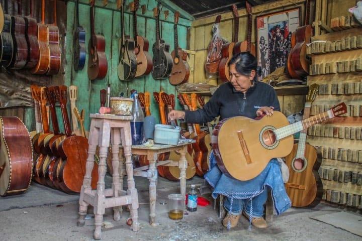 La fabricación de guitarras en Paracho es un estilo de vida. Foto: Archivo