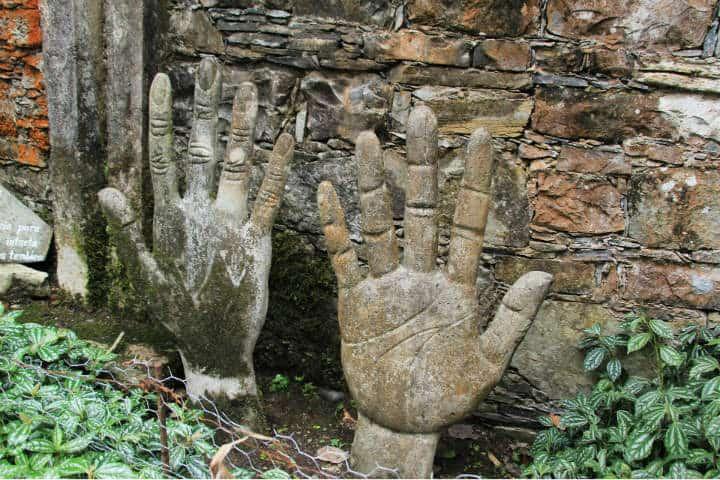 Las manos del gigante. Edward James. Foto AngieToh