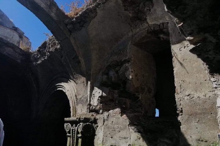 Los detalles de la estructura en la iglesia sumergida de la Presa La Purísima siguen en buen estado. Foto: Fernando Bautista