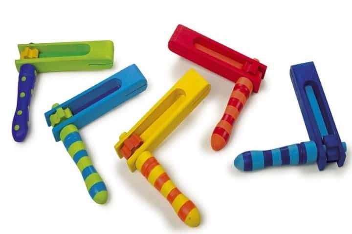 Matracas de plástico. Foto: Pinterest