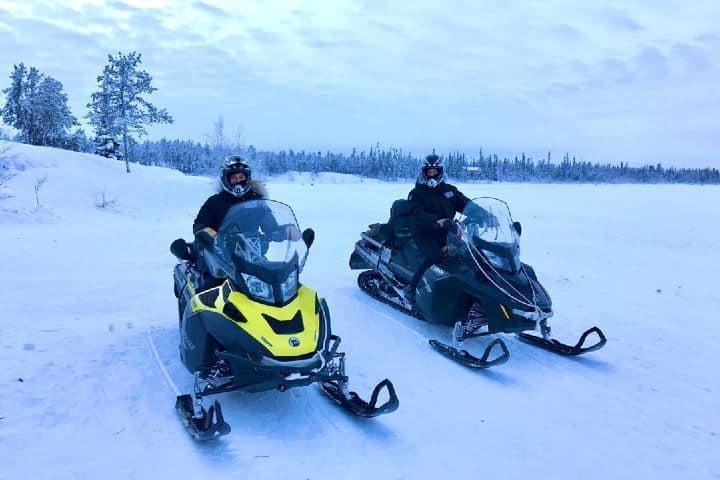 Motos de nieve en Yellowknife. Canadá. Imagen: kraigseder
