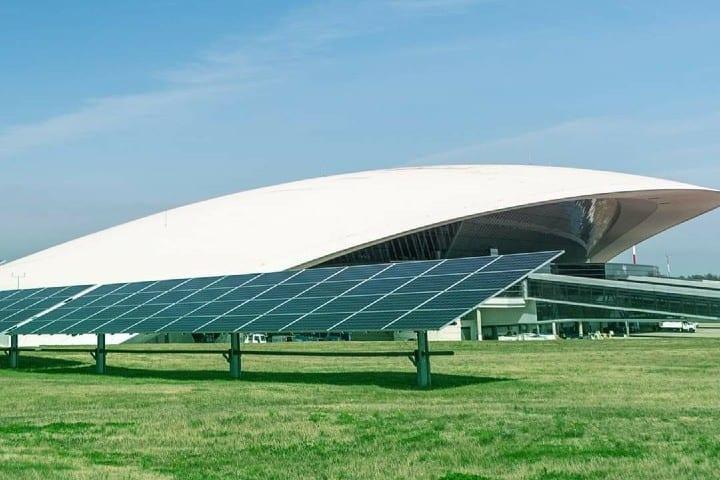 Paneles solares para menor contaminación Foto: Aeropuerto Carrasco | Facebook