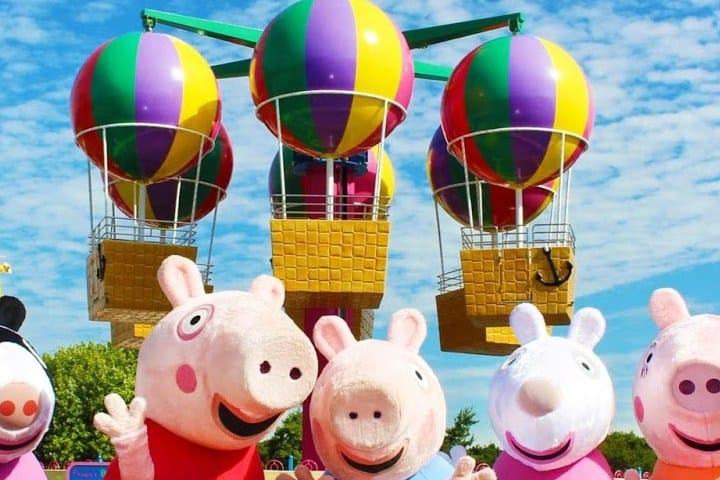 Peppa-Pig-World-Costumed-Characters-Paultons-Park-Entertainment-One-eOne_2-2