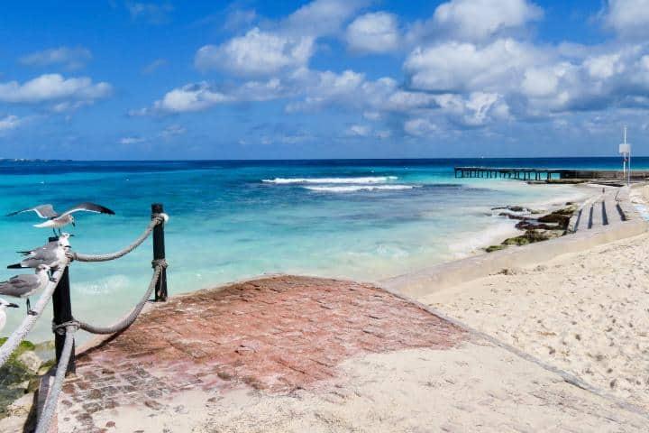 Playa Delfines. Foto: GayMenOnHoliday.1