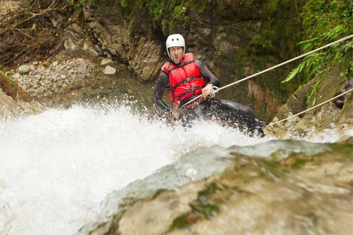 Rappel en la cascada de Tamul. Foto: Tu Experiencia