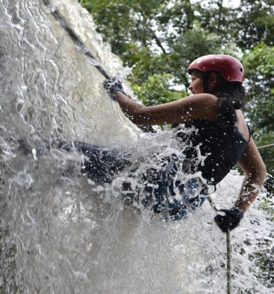 Rappel en la cascada de Tamul. Foto: Mexitours