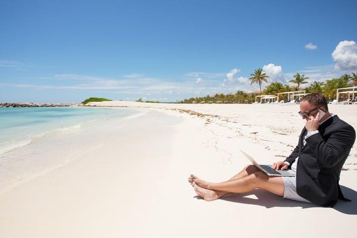 Trabajando desde la playa te sentirás cómo en casa con algunos de estos destinos en México. Foto: Infobae