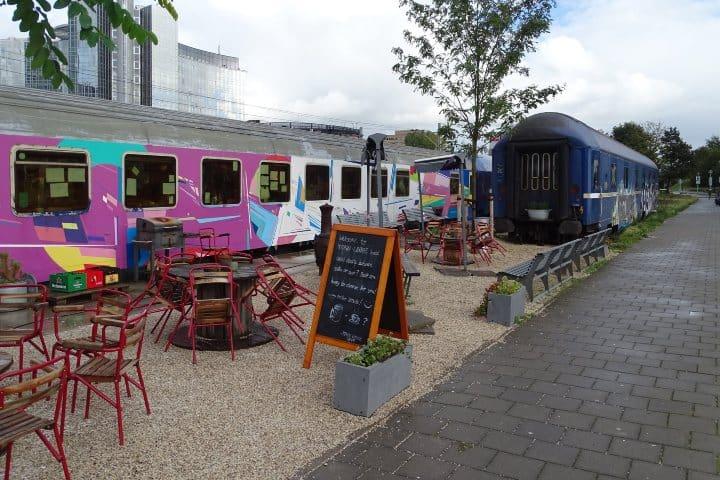 El hostal Train Lodge tiene una excelente ubicación en Ámsterdam. Foto: Peter Eijking