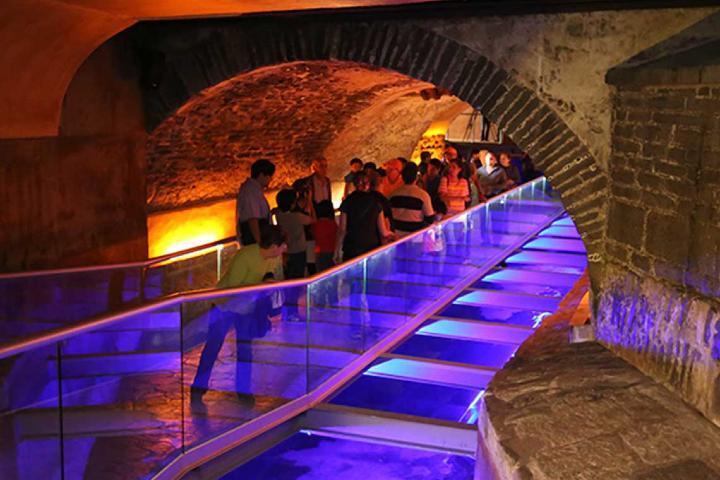 Sé uno de los visitantes a los túneles secretos de Puebla. Foto: Dónde Ir