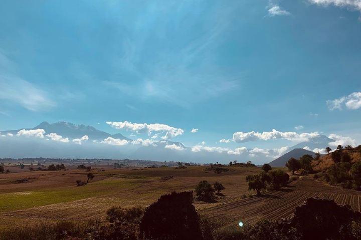 Vista a los volcanes desde la Hacienda San Andres. Imagen: haciendasanandres
