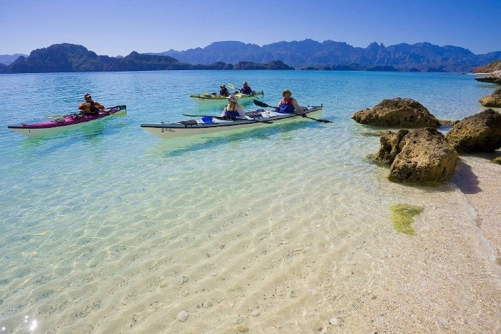 El kayak es una de las actividades que puedes realizar en Baja California Sur, claro ¡Además de la pesca!