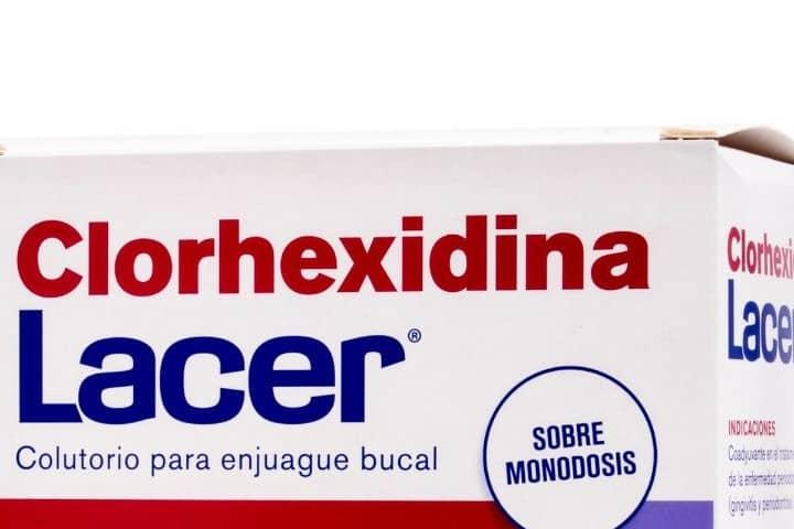 lacer_clorhexidina_colutorio_24_sobres_monodosis_15ml_191823_8470001918239_1-2