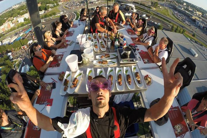 Dinner in the sky. Foto. Eater Montreal