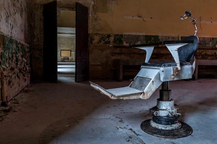 Que-crees-que-hayan-hecho-en-esta-silla.-Foto-Ien-Johnstone