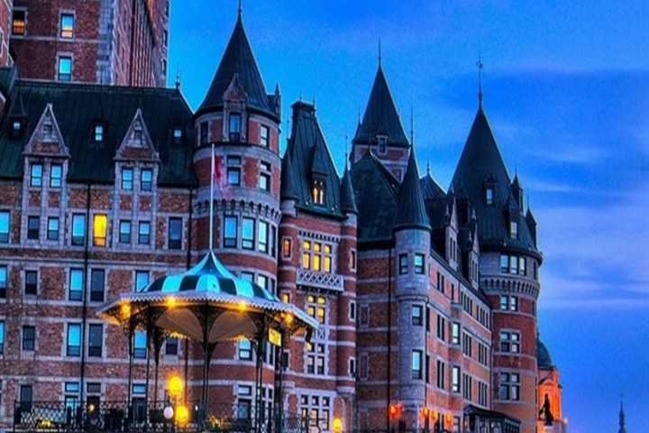 Quebec-City-Canada-Chateau-Frontenac-castle-benches-evening_iphone_640x960