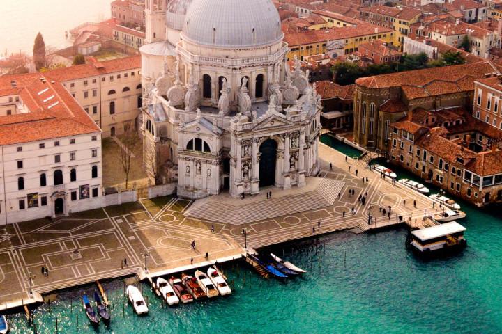 Venecia-Italia_by-candre-mandawe-unsplash_1200x900-2