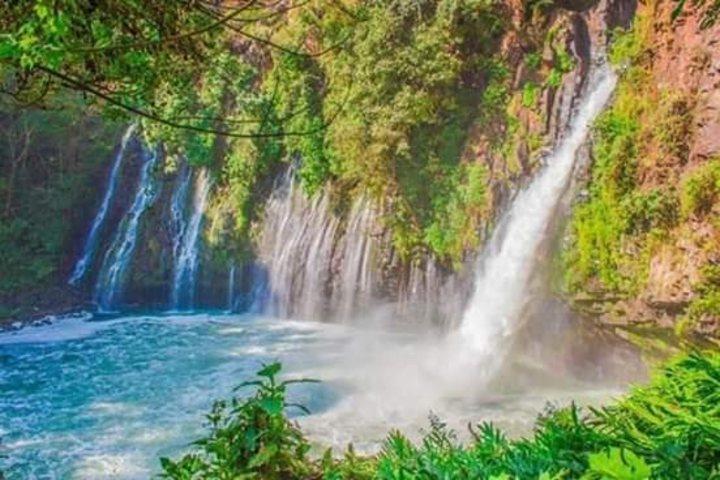 Cascada-la-tzararacua-en-Michoacan.