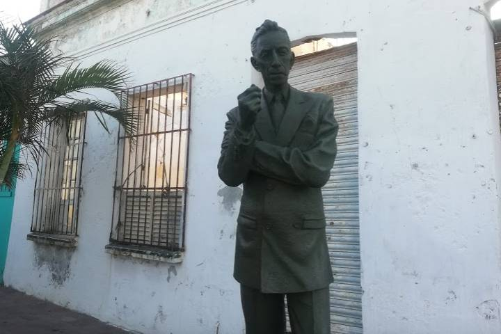 Escultura de Agustín Lara La Huaca – Foto Luis Juárez J
