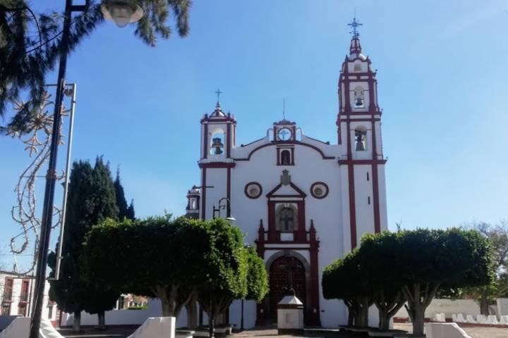 Portada barroca del templo – Foto Luis Juárez J.