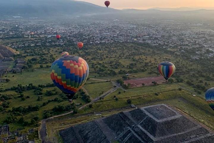 Vuelo-en-globo-en-Mexico.-Foto-Globos-Aerostatico-Teotihuacan