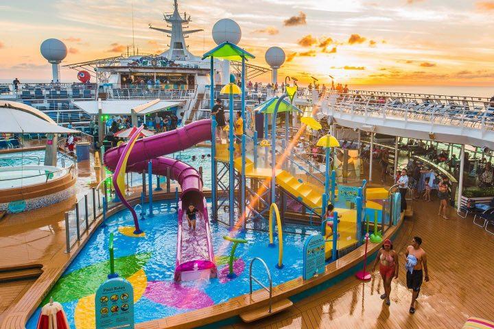 ¿No te gustaría llegar en uno de estos cruceros de Royal Caribbean International a Cozumel? Foto: AF Travel