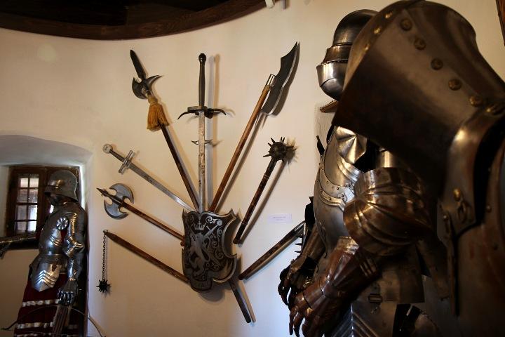 Armas-usadas-en-los-castigos-impuestos-por-Dracula.-Foto-Rich