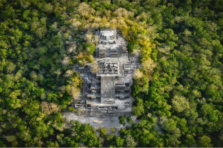 Calakmul está oculto entre la selva. Foto: Archivo
