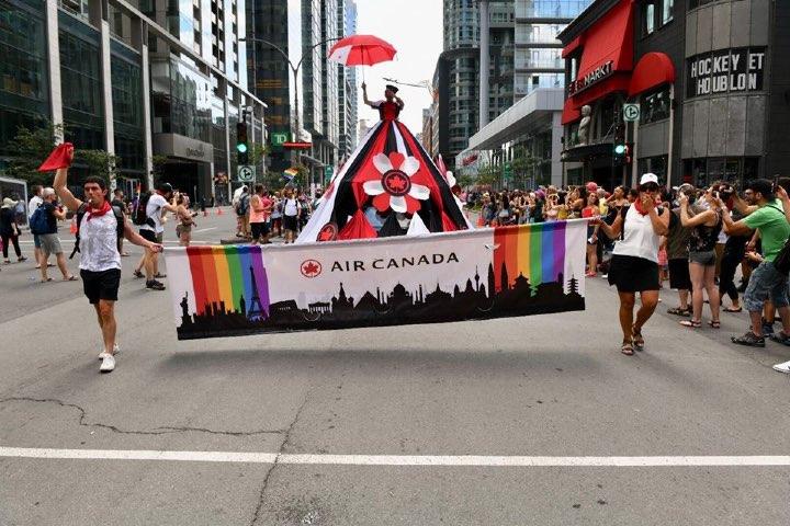 Cómo muestra de apoyo a la diversidad ellos han formado parte del Pride. Foto: Archivo