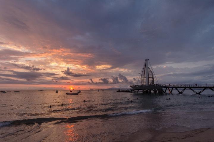 El atardecer en Playa Los Muertos te encantará. Foto: Archivo