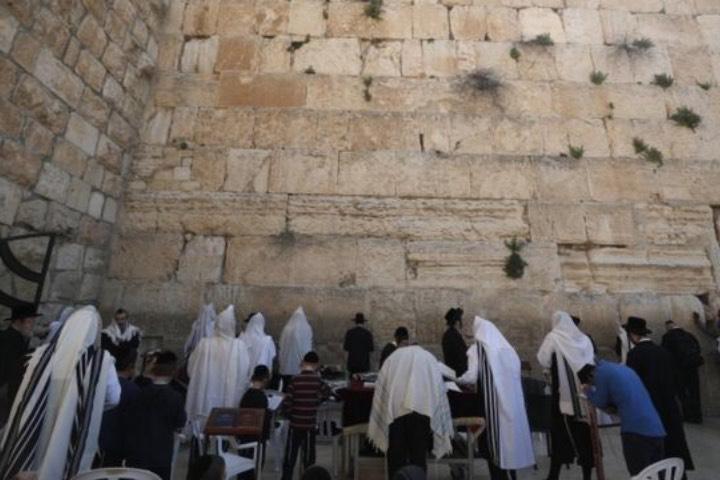 Este año todos podrán presenciar los eventos de Pascua en el Muro de los Lamentos a través de su portal web. Foto: BBC