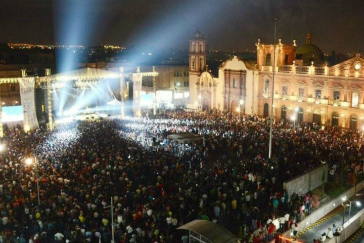 Festival de San Luis en su apogeo. Foto por palabras claras.