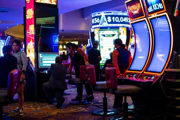 Siempre cuida y disfruta de tu estadía en los casinos. Foto: Archivo