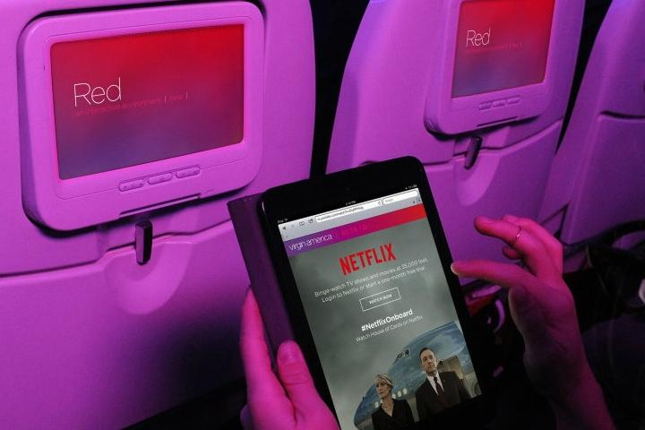 Netflix_avion.-Foto-por-PasionMovil