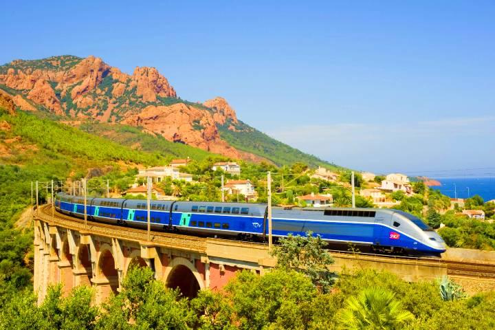 Descubre el mundo desde este tren. Foto: HappyRail