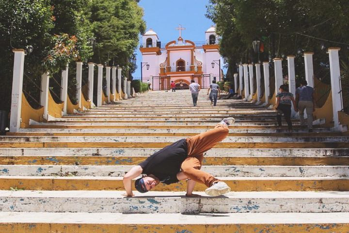 iglesia de guadalupe at san cristobal de las casas it's time to freeze on the stairs!. Foto: _mopix_ via Instagram