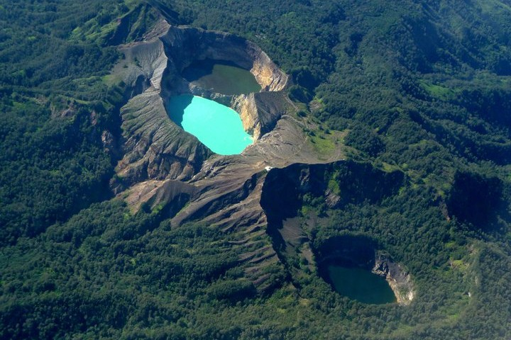 ¿No se ven increíbles los lagos cambiantes del Volcán Kelimutu? Foto: Flickr