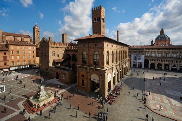 Bologna.-Foto-WikItaly-GO-ON-ITALY