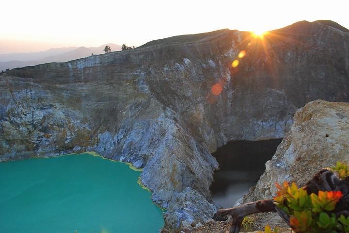El sol es un complemento perfecto para ir a los lagos cambiantes del Volcán Kelimutu. Foto: Declerckjan