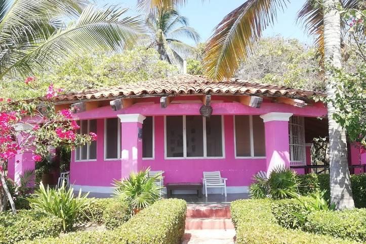 Hotel Flamingos y casa de Tarzán - Foto Luis Juárez J.