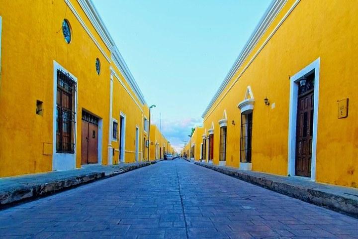 Izamal-Pueblo-Magico.-Imagen.-Pavelcoan.-2-1-edit