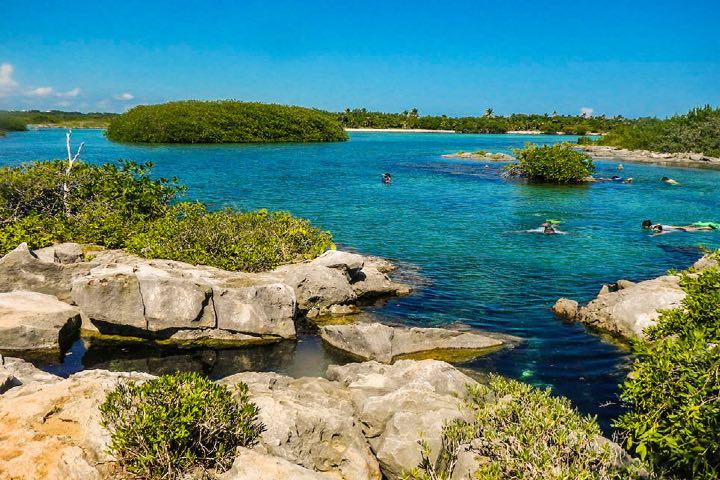 Laguna-Yal-Ku-en-Riviera-Maya.-Foto-El-camino-mas-corto-al-mundo-maya