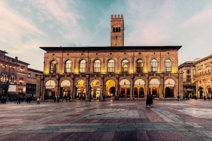 Piazza Maggiore. Foto: Wikimedia Commons