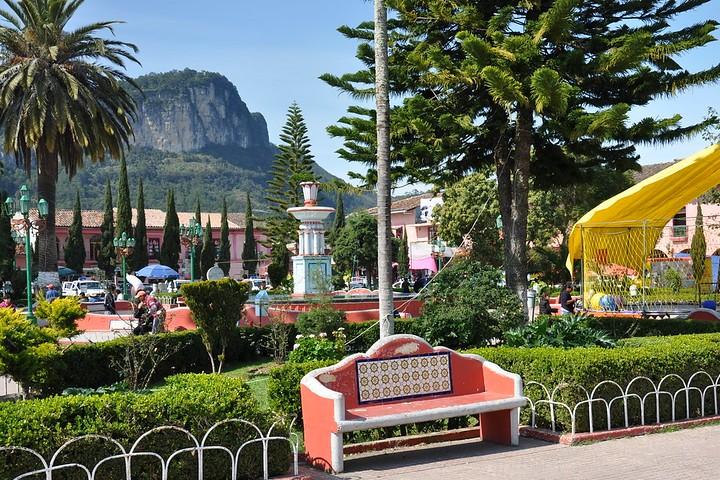 Vista del Cerro Cabezón desde el centro del Pueblo Mágico. Foto: Laura Trimbitasu