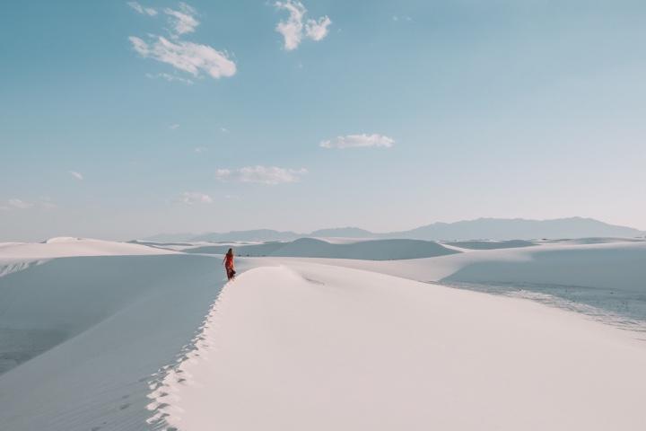 Deja huella sobre la arena blanca de las Dunas de Yeso en Coahuila. Foto: AS