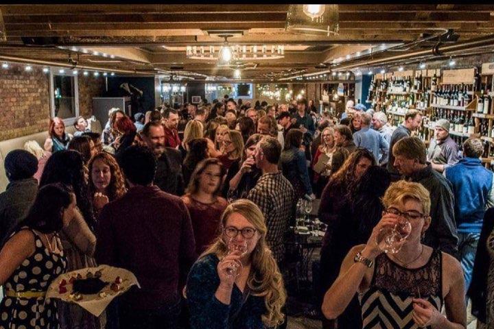 En FLG Terrior se realiza el maridaje con más de 300 opciones de vino. Foto: FLG Terrior | Facebook