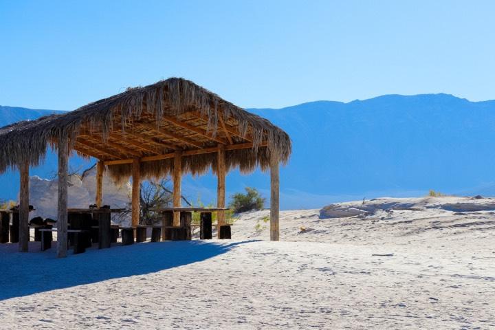 En las Dunas de Yeso en Coahuila hay espacios para que tú y tus acompañantes tomen un descanso y el lunch. Foto: AS